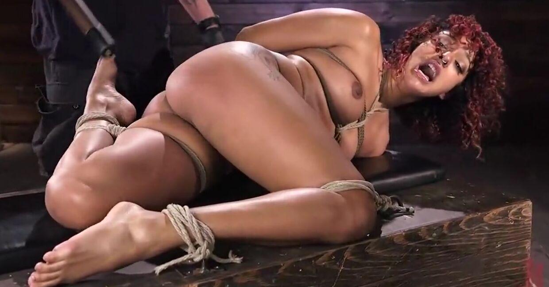 Брутальный бондаж и сквирт оргазмы мулатки рабыни на бдсм сессии