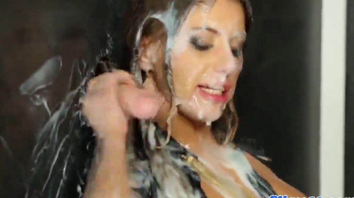 Порно Видео Девушка Глотает Огромное Колчество Спермы