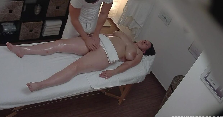 Пришла на массаж, а в итоге занялась сексом